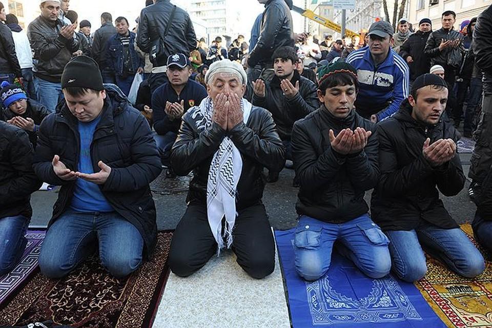 В прошлом году отмечать Курбан-байрам на улице Дурова к Главной мечети пришло 95 000 человек