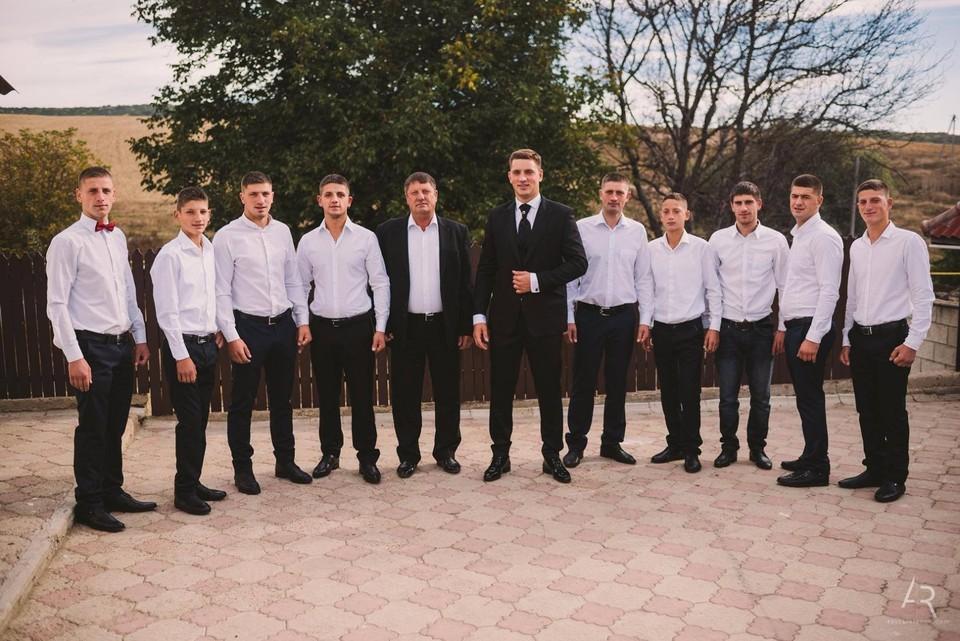 Михаиз Унгуряну со всеми своими сыновьями.