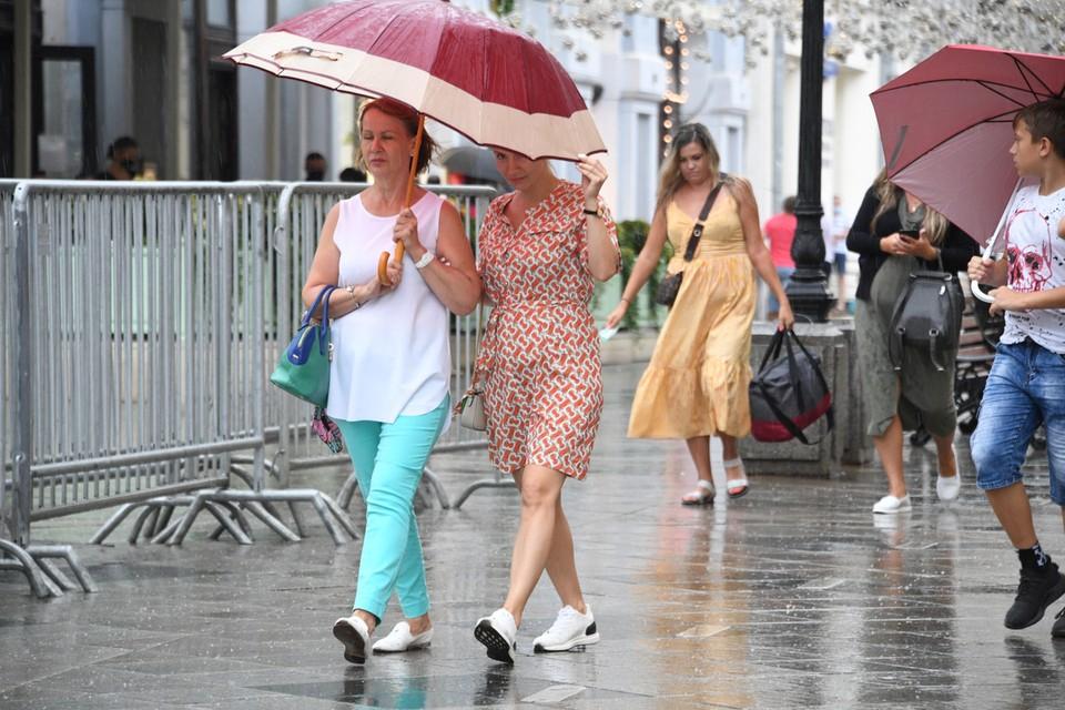 Мы собрали моменты того, как в столицу прошел «спасительный» дождь