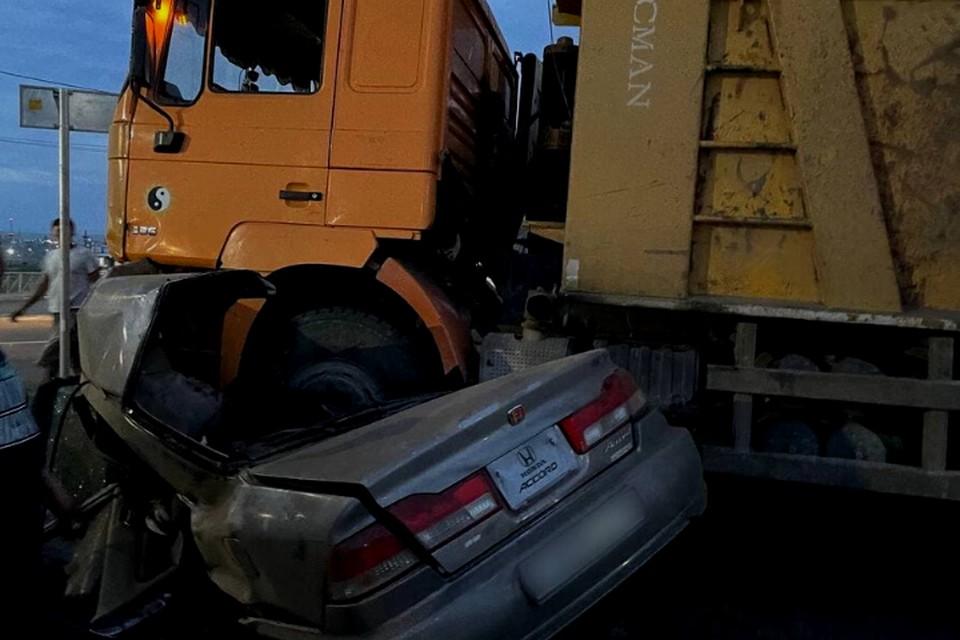 Иномарка влетела в грузовик в Туве: погиб 7-летний ребенок и двое взрослых. Фото: ГУ МВД Тывы