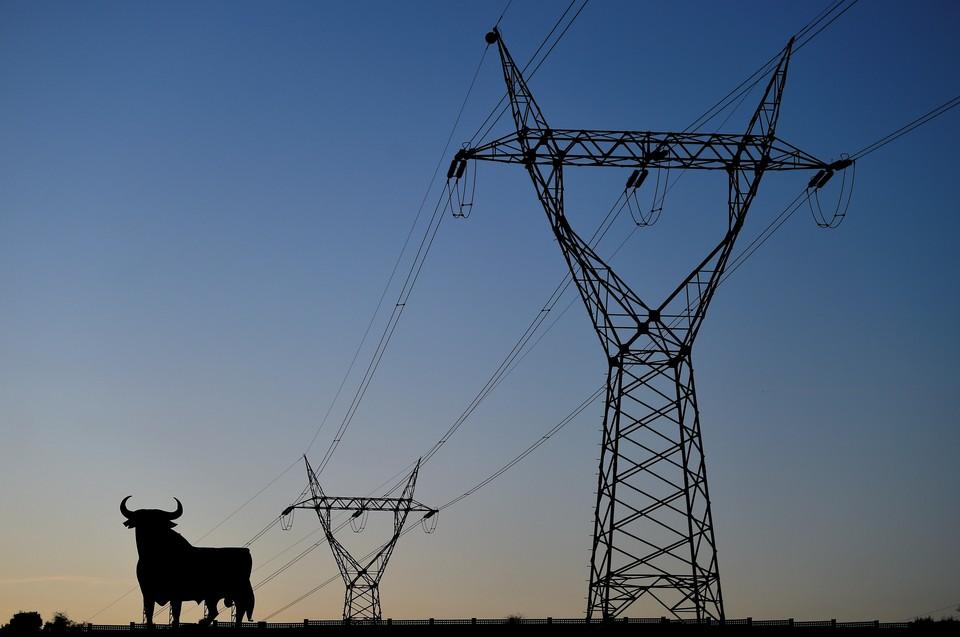 Тысячи испанцев лишились света из-за обрыва высоковольтной линии
