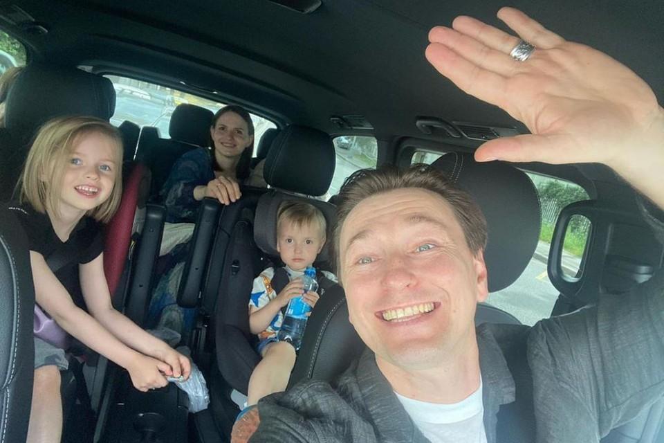 Сергей Безруков забрал жену и новорожденного сына домой. Фото: Инстаграм.