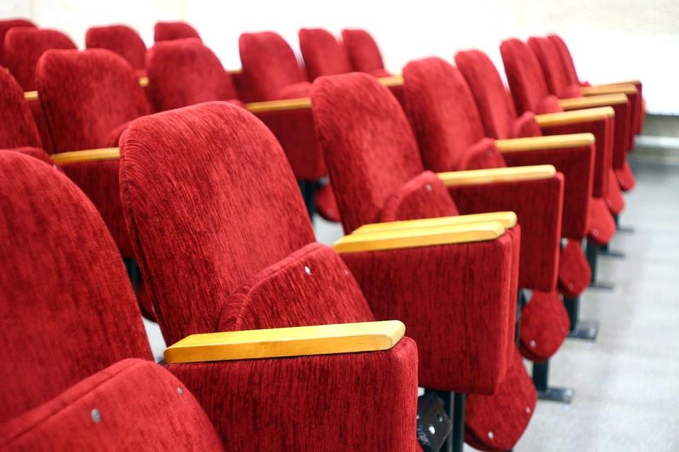 Зрительские кресла уже ждут ребят Фото: pixabay.com