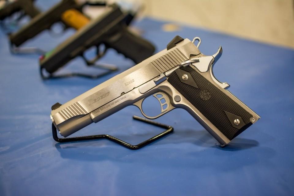 У подозреваемого были изъяты пистолеты, дробовик патроны и граната