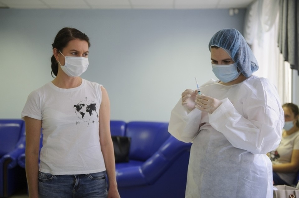 Роспотребнадзор рекомендовал регионам привить от гриппа не менее 60% населения.