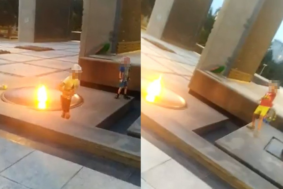 Дети забросали Вечный огонь монетами. Фото: скрин-шот с видео.