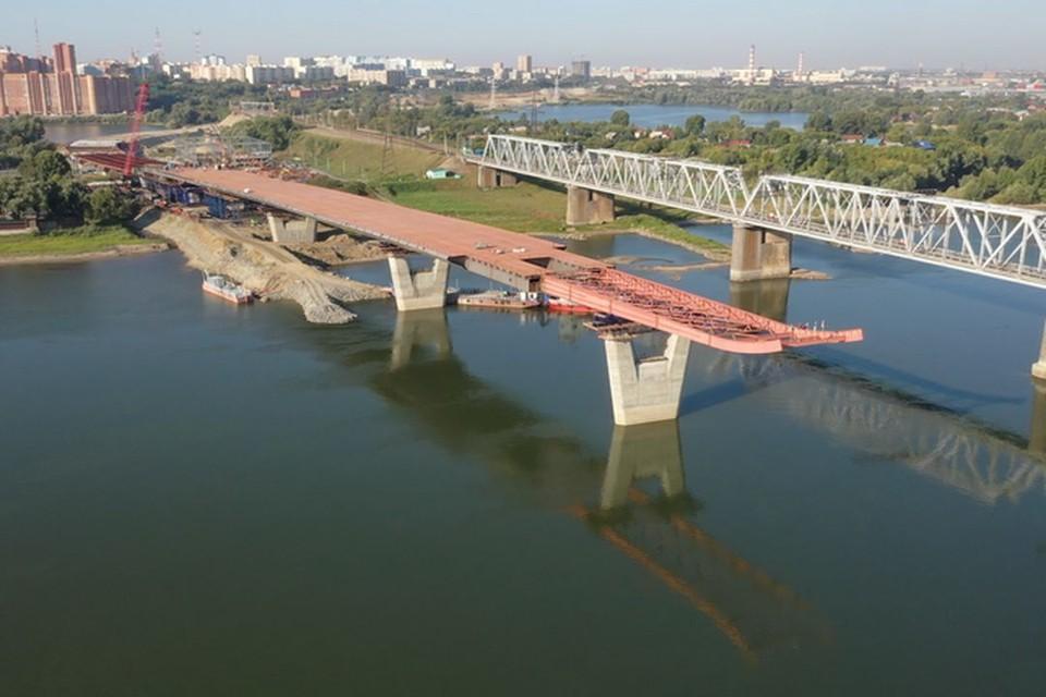 """Движение на некоторых новосибирских улицах ограничено в связи с строительством моста. Фото: ГК """"ВИС"""""""