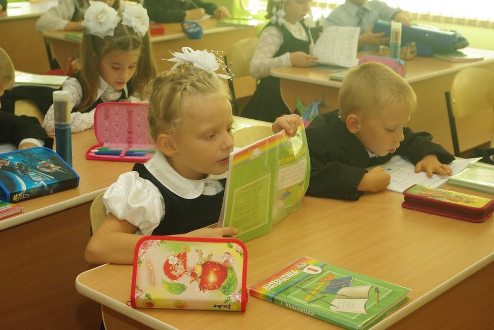 Власти Кузбасса прокомментировали отсутствие мебели в отремонтированной школе.