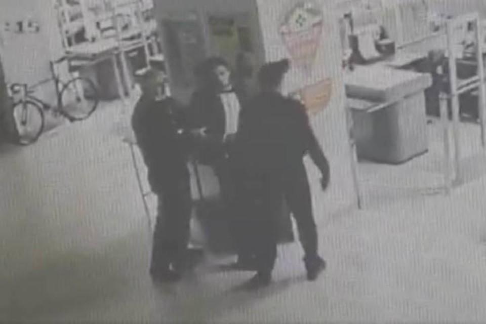 В Петербурге задержали мужчину, ограбившего два магазина