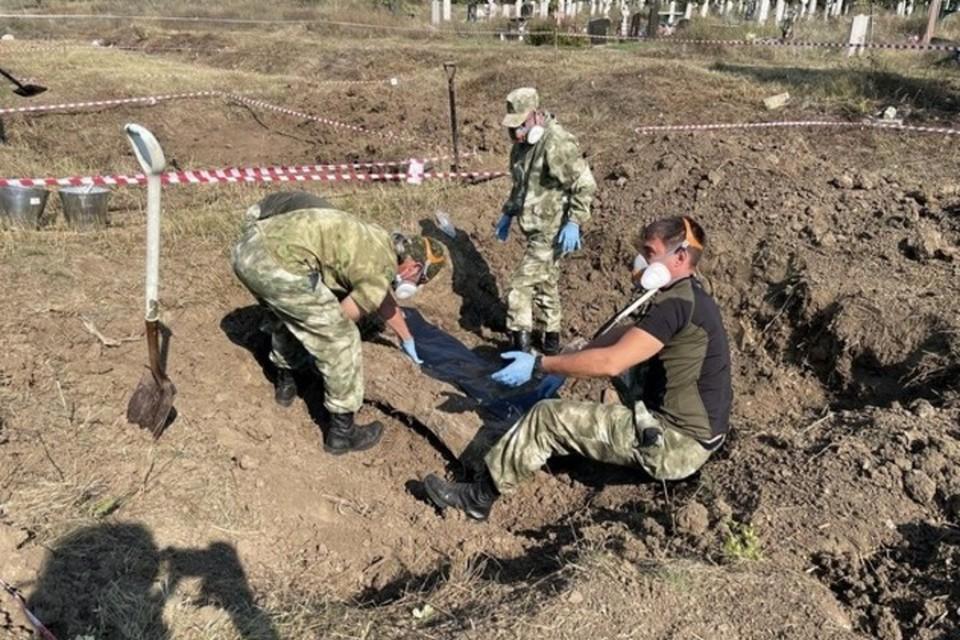 Работы ведутся в районе стихийного массового захоронения возле кладбища Киселевское. Фото: МРГ