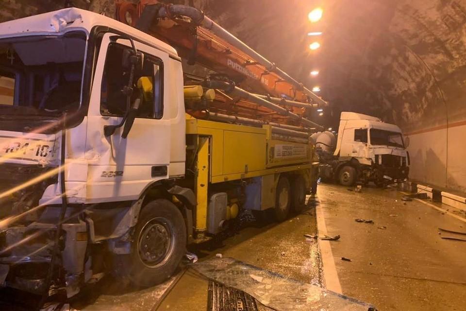 На месте работают автоинспекторы. Фото: ГИБДД по Краснодарскому краю.