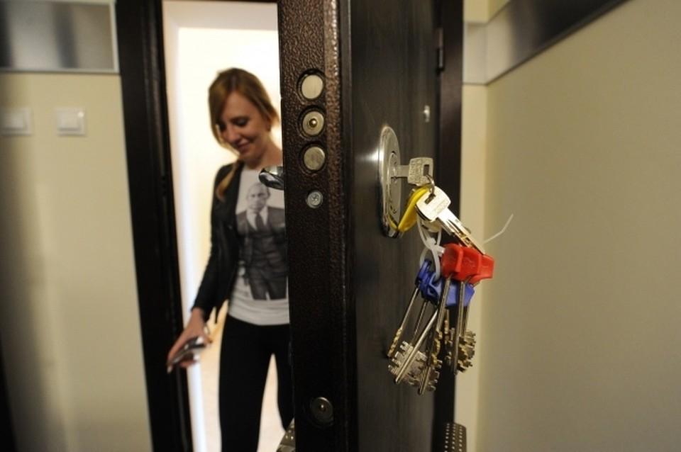 Около 700 дольщиков домов по улице Тульская 80 и 82 получили ключи от своих достроенных квартир.