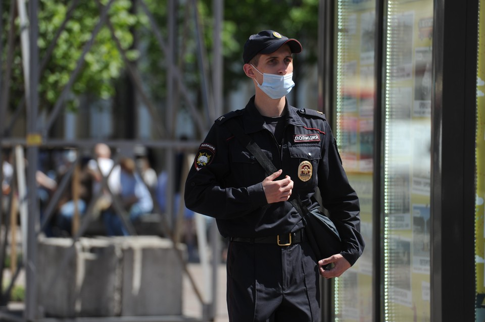 Полиция разыскивает 17-летнего парня за кражу денег у 77-летней петербурженки